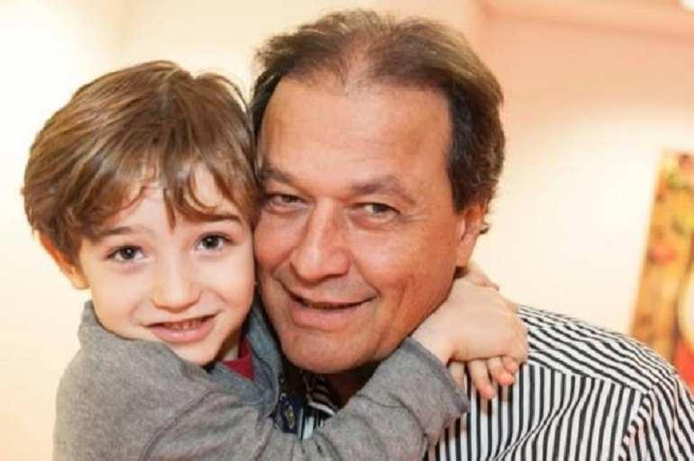 O vovô Luiz Carlos Franco e seu neto Teodoro